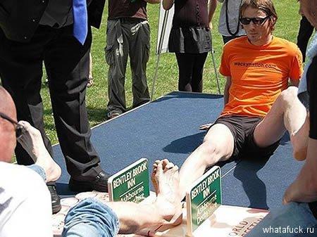 a97243_g165_6-toe-wrestling
